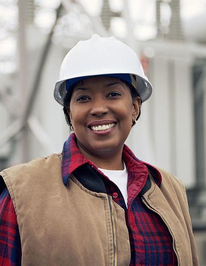 Trabajador de sexo femenino sonriente