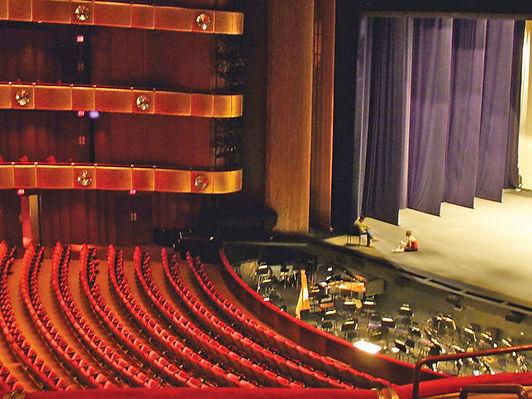 مسرح ألماني يقدم عروضاً فردية عبر الهاتف