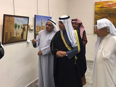 بدر الدويش يفتتح المعرض الفني المشترك التشكيلي