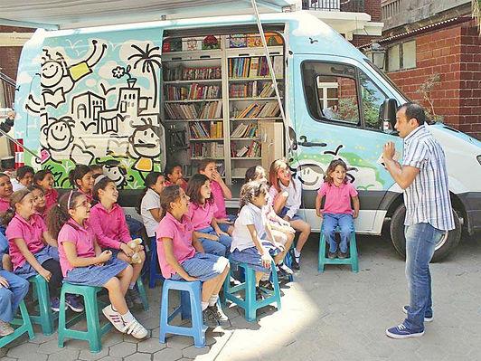 مصر تتوسع في المسارح المتنقلة لنشر الثقافة
