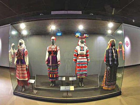 «عُمان الوطني» يعيد افتتاح معرض تراث الزخرفة البيلاروسي