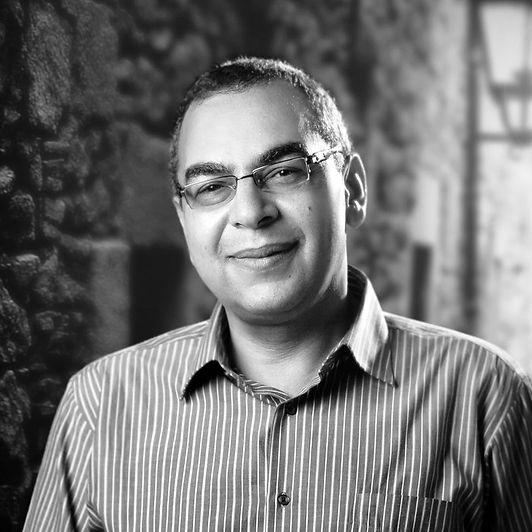 """""""مكتبة مصر الجديدة العامة"""" تستعيد سيرة أحمد خالد توفيق"""