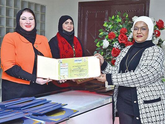 فريق «لآلئ كويتية» يكافح العنف ضد المرأة تشكيلياً