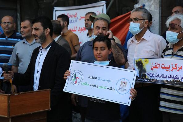 رابطة الفنانين الفلسطينيين والهيئة العامة للشباب والثقافة تنظمان وقفة تضامنية