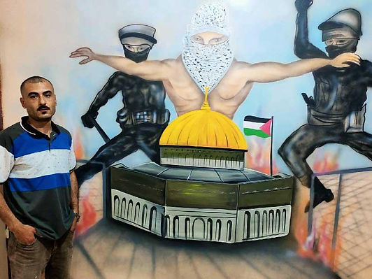 مصري يدعم فلسطين بالرسم على جدران المنازل