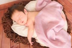 Neugeborenen Fotografie Holzherz rosa.jpg