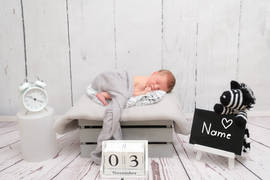 Neugeborenenshooting Name Datum Uhrzeit.jpg