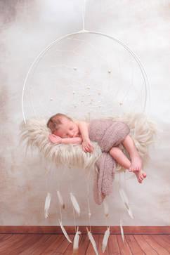 Neugeborenenshooting Traumfänger.jpg