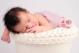 Neugeborenenshooting Blumentopf Prop.jpg
