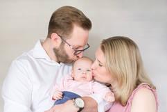 Neugeborenenshooting Familie Kuss.jpg