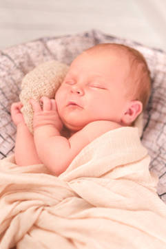 Neugeborenenshooting träumen.jpg