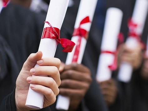 Estudante que perdeu emprego por atraso na entrega do diploma será indenizado