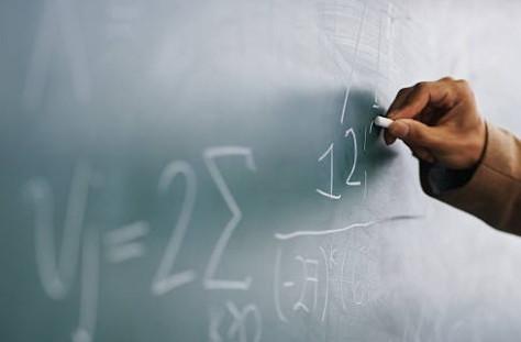 Universidade não precisa pagar adicional de aprimoramento que já estava embutido na hora-aula