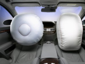 STJ reduz dano moral que montadora pagará por airbag acionado indevidamente