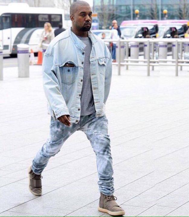 a31a87704ff Resultado de imagem para jaqueta jeans e tenis branco kanye west