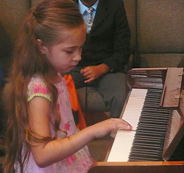 girl_piano.jpg