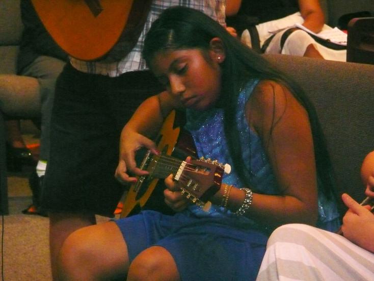 girl_guitar_1.jpg