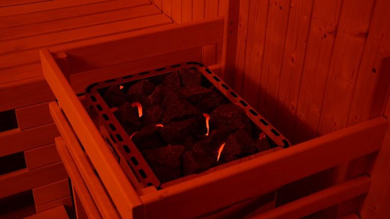 finska sauna_cernymost_kamna.jpg