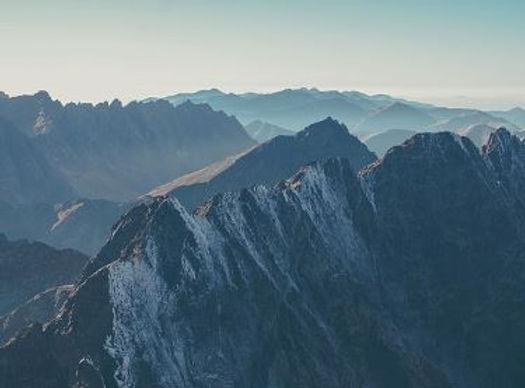 online clientgerichte psychotherapie: ontdek je eigen krachten, je eigen bergtoppen, je eigen stevigheid