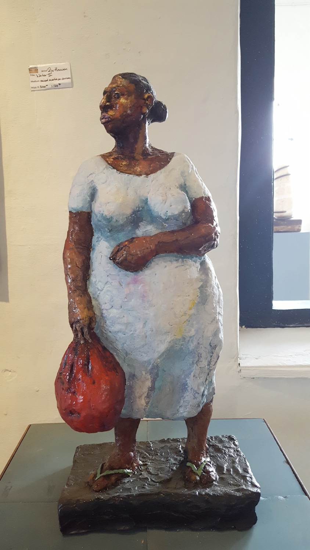 Vrouw in blauwe jurk (kunsthars )