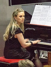 Fabíula Mugnol - Piano e Teclado