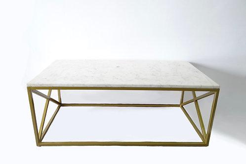 Mesa con top de mármol y base de X color dorado