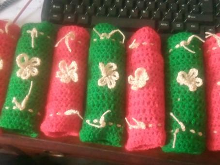 Crocheted Christmas Crackers!