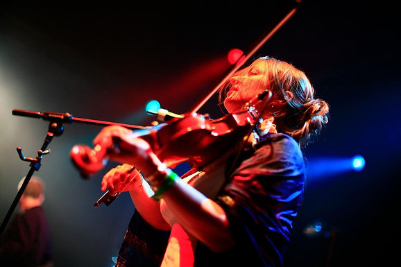 ST PETROC'S SESSIONS: ELIZA CARTHY & THE RESTITUTION