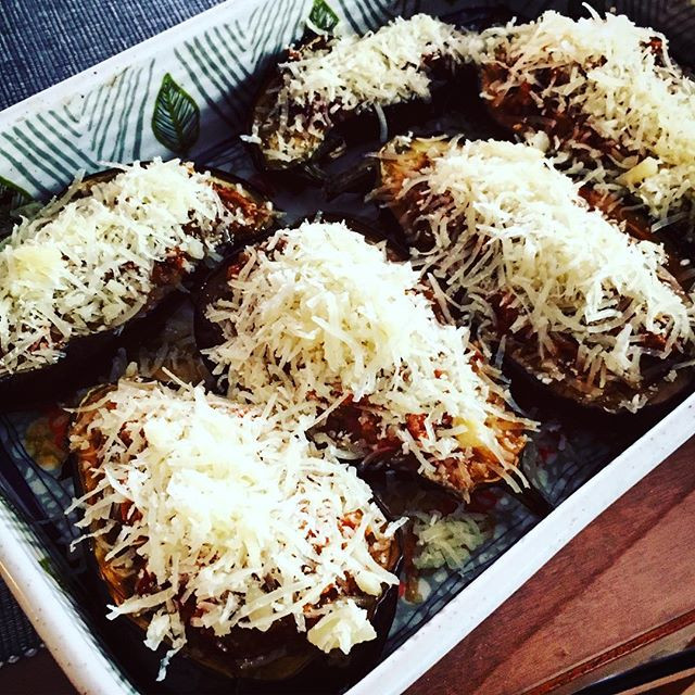 Greek stuffed aubergines / papoutsakia