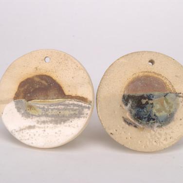 Glaze over Vanadium Pentoxide