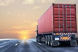 camion-carretera-contenedor-rojo_42493-1