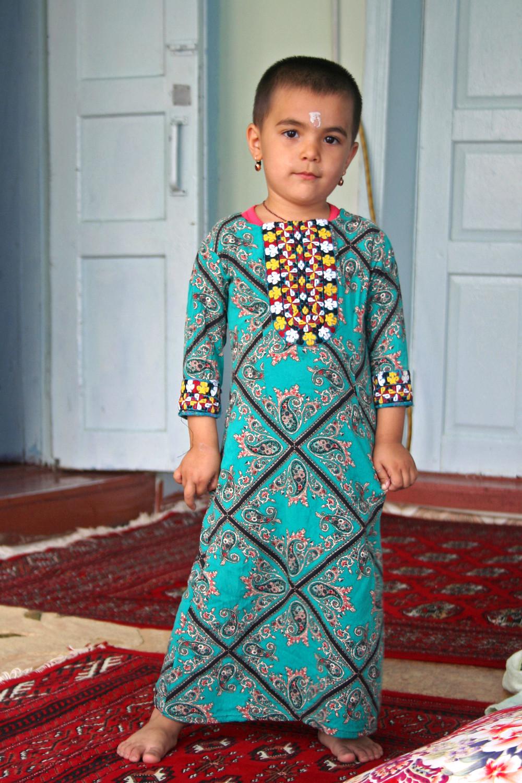 La nipote di Shamrat, il nostro autista (Nokhur – Turkmenistan, aprile-maggio 2016)