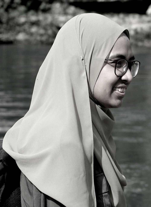 Il sorriso di una studentessa a Mostar (Mostar – Bosnia-Erzegovina, aprile-maggio 2019)