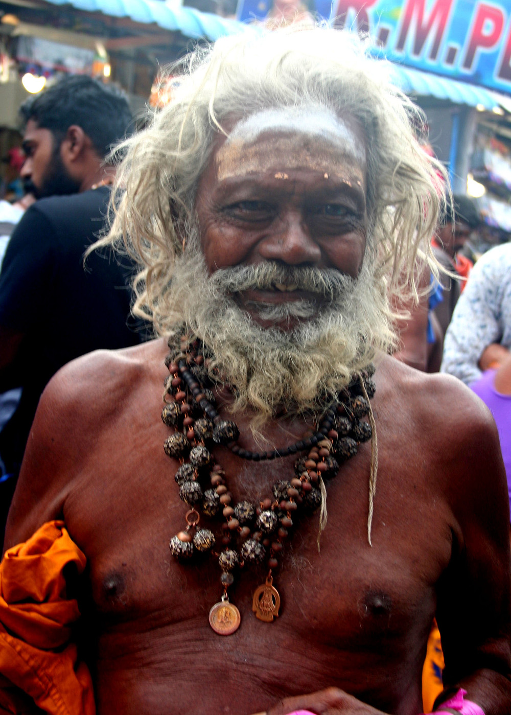 Sanyasin fuori dal Tiruparankundram temple a 8 km da Madurai (India - Tamil Nadu, Kerala, Karnataka - novembre/dicembre 2017)
