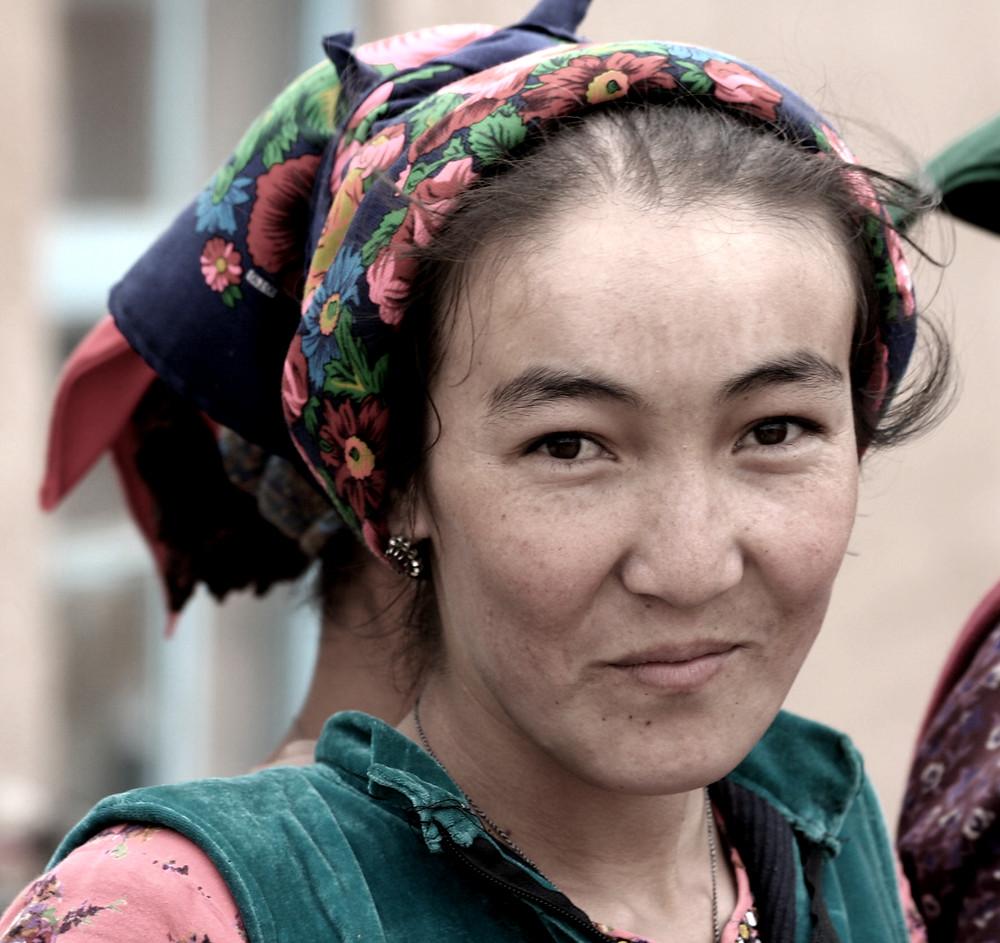 Giovane donna a Chaarli, (Turkmenistan, aprile-maggio 2016)