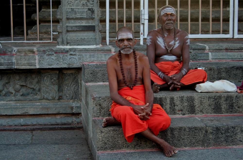 Sanyasin all'Arunachaleshwara temple di Tiruvannamalai all'alba (India – Tamil Nadu, Kerala, Karnataka – novembre/dicembre 2017)