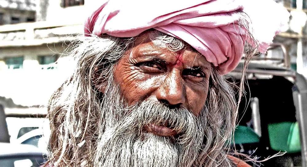 Sadhu ai piedi della Girnar Hill (Gujarat – India, novembre 2018)