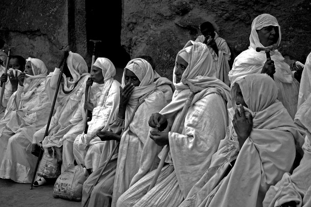 Pellegrine nella Bet Maryam (Lalibela – Etiopia, dicembre 2009/gennaio 2010)