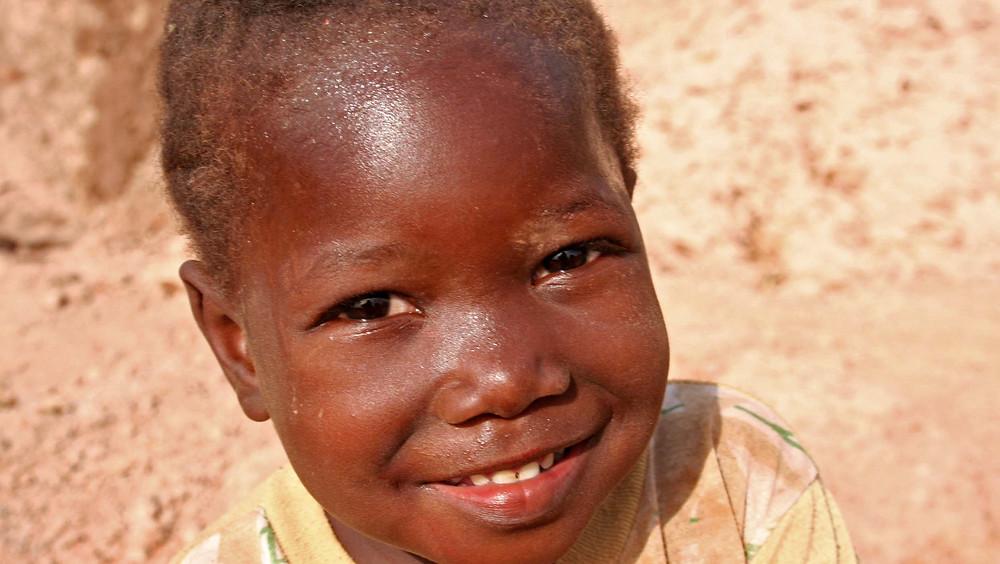 Il sorriso di una bambina (villaggio di Tomborocouto – Senegal febbraio 2016)