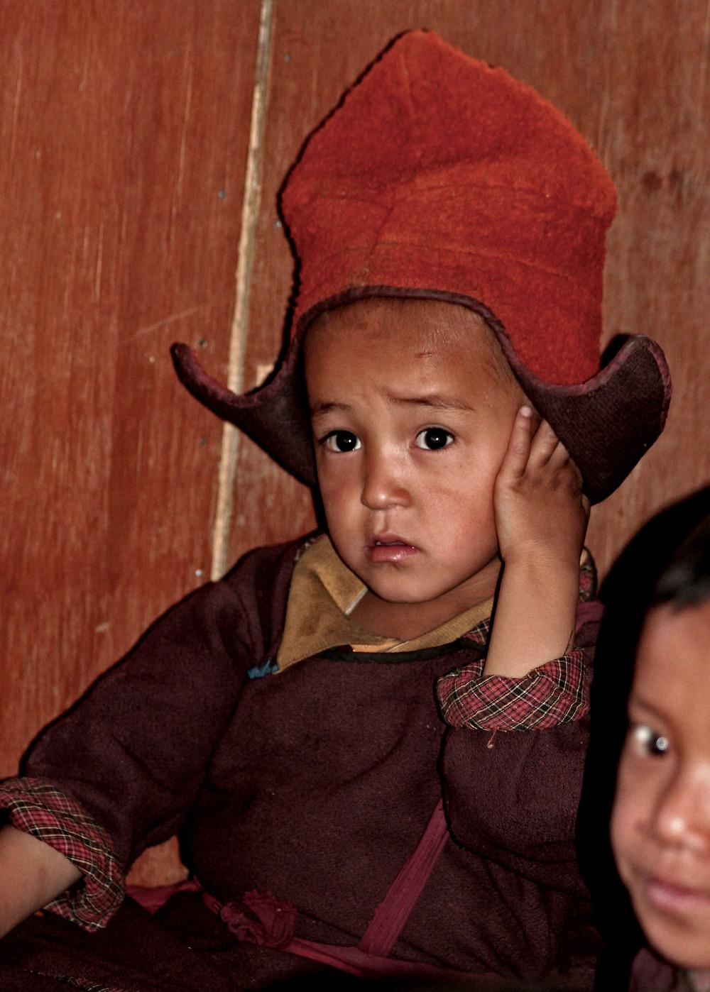Bambino a lezione di filosofia al Karsha monastery (Zanskar valley, Ladakh – India, agosto 2013)