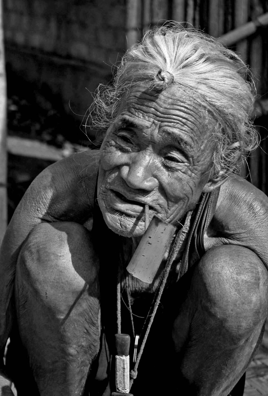 Vecchio apatani nella Ziro valley (Arunachal Pradesh, India – marzo 2012)