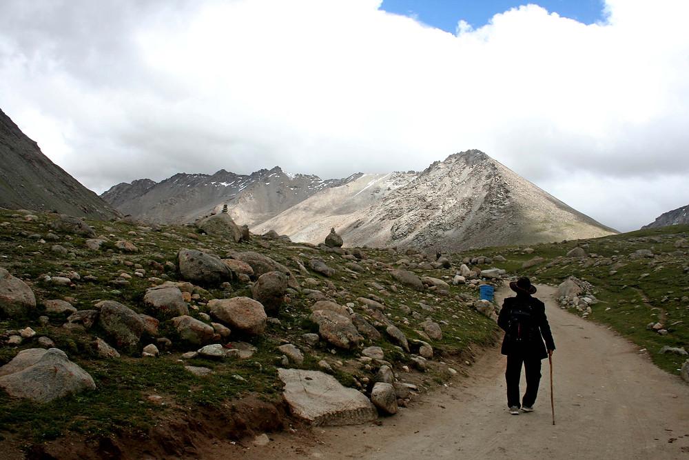 Pellegrino sul sentiero della kora (Tibet – agosto 2019)
