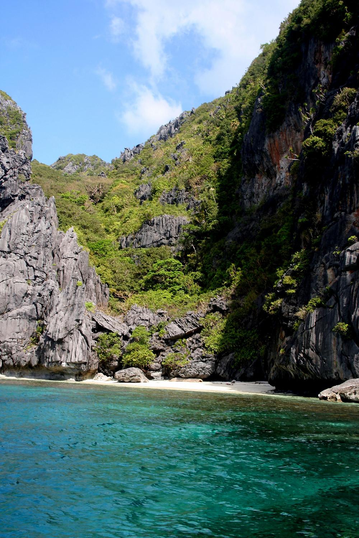 Spiaggia con roccia calcarea (Bacuit Archipelago – Filippine, gennaio 2020)