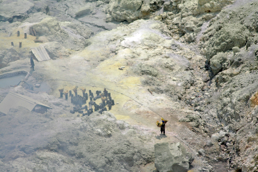 La cava di zolfo (Kawah Ijen – Giava – Indonesia, 2008)
