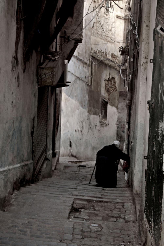 Scendere col bastone nella casbah di Algeri (Algeri – Algeria, novembre 2019)