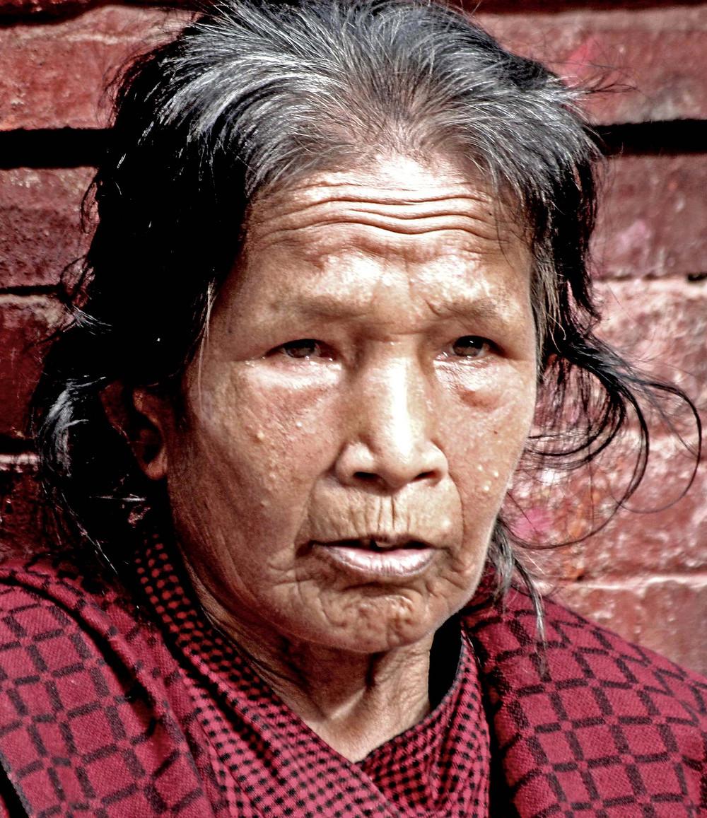 Donna in piazza (Bhaktapur – Nepal, agosto 2019)