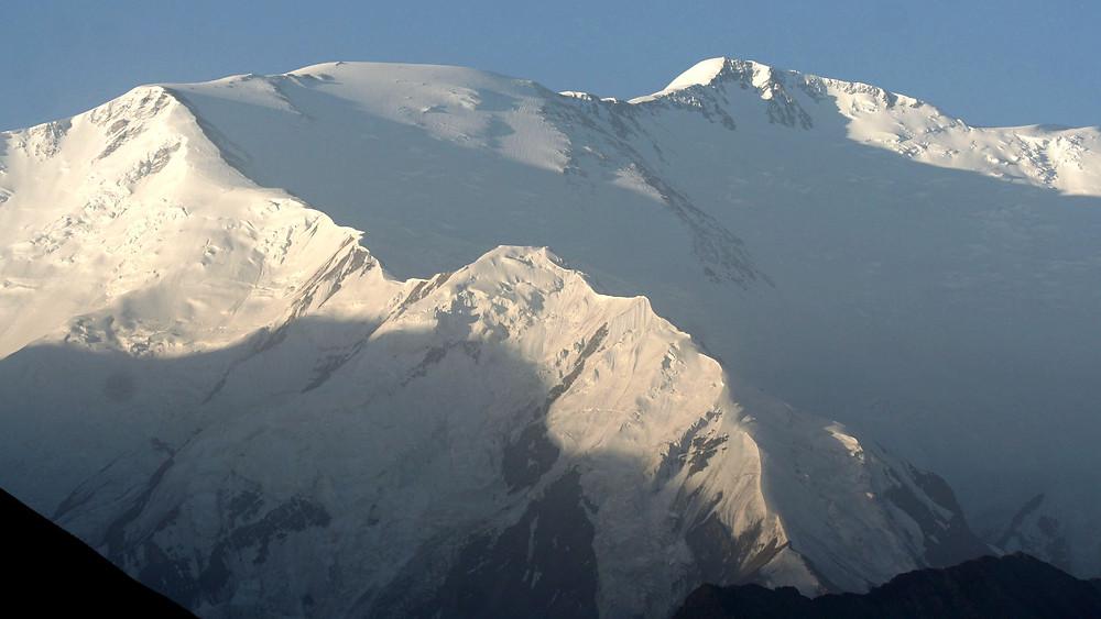 Il Lenin peak (7134 m.) all'alba (Tulparkul - Kyrgyzstan – Tajikistan e Kyrgyzstan, luglio/agosto 2018)