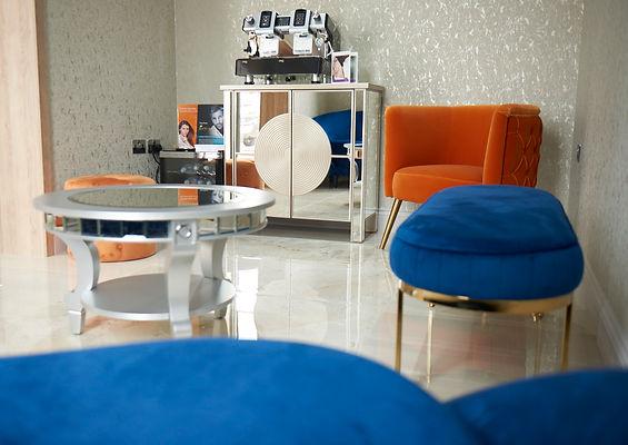 hunar_aug19-interior-waiting03.jpg