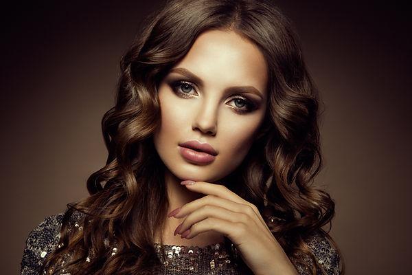 make-up-glamour-portrait-of-beautiful-wo