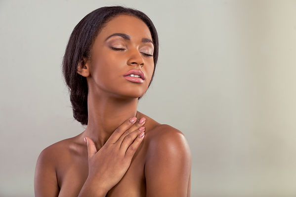 beautiful-afro-american-girl-AMVW6FY.jpg